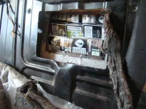 Două maşini în care erau ascunse țigări de contrabandă, depistate în PTF Siret