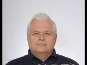 Profesorul de franceză Mihai George Tăutu intenţiona să se pensioneze de la 1 septembrie, după 43 de ani petrecuţi la catedră