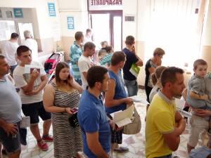 Peste 300 de cereri sunt primite zilnic în această perioadă la Serviciul Public Comunitar pentru Eliberarea Paşapoartelor Simple Suceava