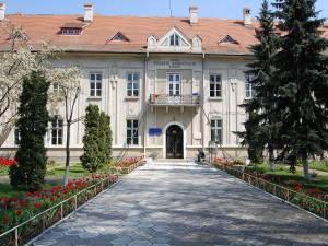 """Colegiul Naţional """"Eudoxiu Hurmuzachi"""", Rădăuţi (Sursa foto: ecohurmuzachi.wordpress.com)"""