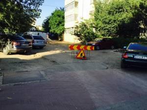 Zona în care se amenajează parcarea de reşedinţă de aproape 500 mp