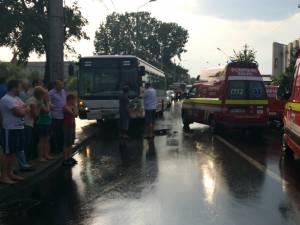 Accident între un autobuz TPL şi o autoutilitară, pe strada Gheorghe Doja