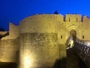 Cetatea de Scaun a Sucevei poate fi vizitată în cadrul unui program extins, de la ora 8.00 până la ora 24.00, în fiecare zi