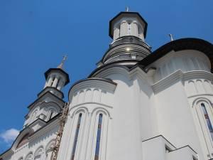 """Primarul Sucevei propune Consiliului Local ca la prima şedinţă să aloce un milion de lei din bugetul municipalităţii pentru lucrările la Catedrala """"Naşterea Domnului"""""""