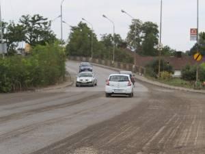Pasarela care asigură continuitate traficului rutier şi pietonal peste căile ferate din zona Gării Iţcani, va fi închisă total circulaţiei