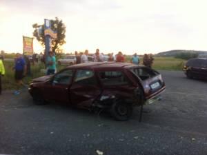 Accidentul petrecut la Horodnic de Sus, unde şoferul aflat la volanul unui autoturism marca Ford Mondeo nu a acordat prioritate de trecere și a intrat în coliziune cu un autoturism marca BMW 525