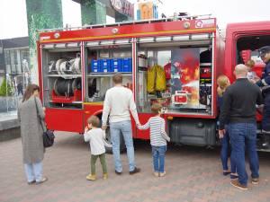 Sucevenii au admirat tehnica de intervenţii a pompierilor