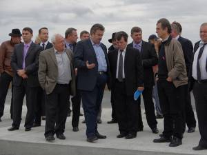 Consilierii judeţeni au aprobat transferul după ce au vizitat lucrările de modernizare de la aeroport