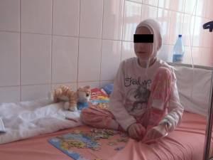 Adina, la 19 ani, când cazul a ajuns în atenţia autorităţilor, iar fata a fost preluată în regim de urgenţă de stat, aceasta cântărind doar 16 kilograme