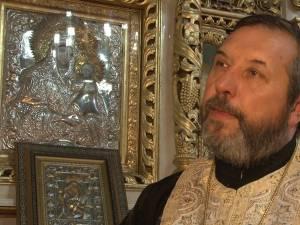 Părintele Gheorghe Saftiuc în biserică