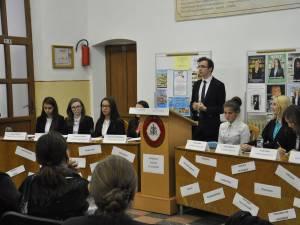 """Liceenii de la CN """"Eudoxiu Hurmuzachi"""" şi-au ales reprezentanții în Consiliul Școlar"""