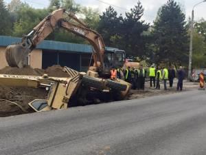 O automacara s-a răsturnat într-un şanţ săpat pe strada Traian Vuia