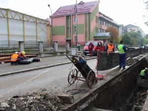 Lucrările de înlocuire a conductelor de termoficare de pe strada Amurgului sunt estimate a dura o lună de zile