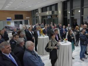 Oamenii de afaceri, îndemnaţi să sprijine dezvoltarea aeroportului