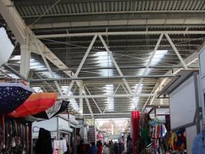 Întregul Bazar al Sucevei riscă să fie închis