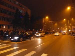 Aproape 1.000 de oameni au fost pe stradă şi vineri seară
