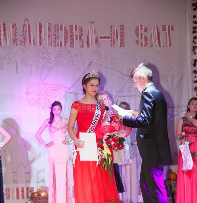 """Titlul """"Miss mândră-n sat"""" a fost câştigat de Diana Dumitriţa Roman"""