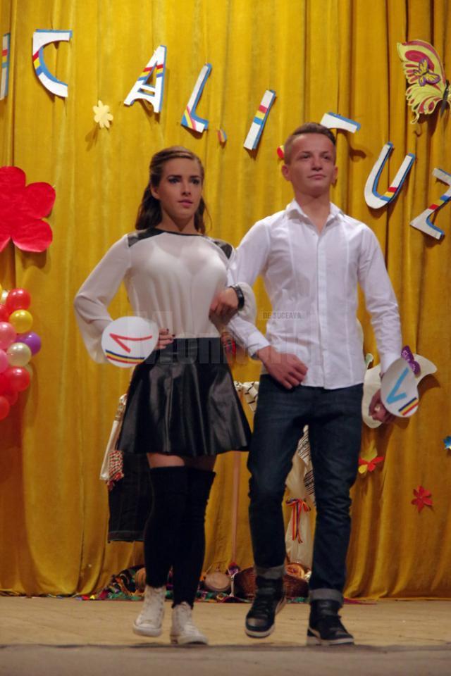 """""""România din inima ta"""", la Balul Bobocilor de la Colegiul """"Alexandru Ioan Cuza"""" Suceava"""