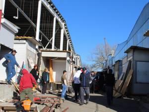 Febra mutării chioşcurilor a cuprins Bazarul Sucevei, închis de ISU până când îndeplineşte anumite criterii de siguranţa la incendii