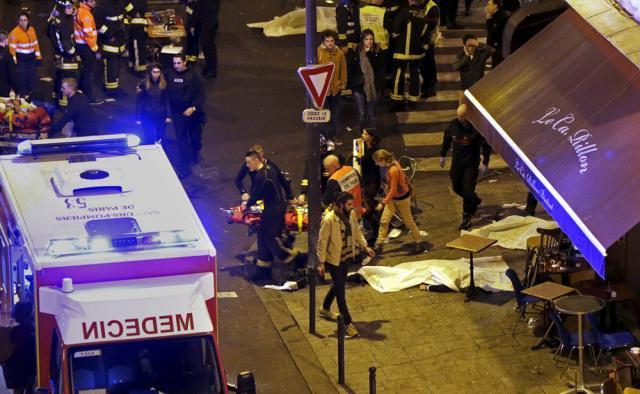 Focuri de armă au izbucnit în cinci locaţii din Paris, vineri seara, când mai multe terase şi restaurante au fost atinse de gloanţe. Foto: Reuters