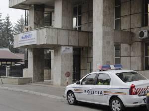 Sâmbătă dimineaţă, sute de poliţişti şi jandarmi au descins în 71 de locaţii, vizat fiind şi sediul Oficiului Naţional pentru Jocuri de Noroc – Serviciul Teritorial Nord-Est Suceava