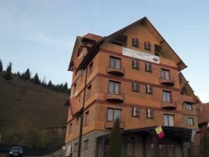Baza de odihnă şi tratament, construită aproape exclusiv din lemn, nu a avut niciodată aviz de securitate împotriva incendiilor
