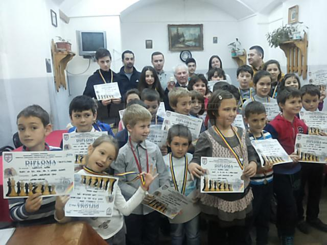 Concursul a fost organizat în sistem turneu, pe categorii de vârstă