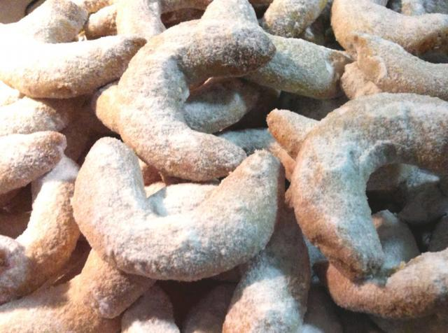 Cornulețe cu nuci (de post). Foto: pinterest.com