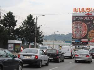 Circulaţia s-a desfăşurat bară la bară pe mai mulţi kilometri de pe artera principală a oraşului