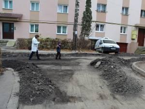 Strada Luceafărului este în plin proces de refacere, după ce locuitorii de acolo au mers la Primărie cu jalba-n proţap