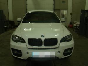 Autoturismul marca BMW X6, în valoare de 130.000 de euro, cu care aceasta se întorcea de la un concert susţinut la Cernăuţi figura ca furat din Olanda