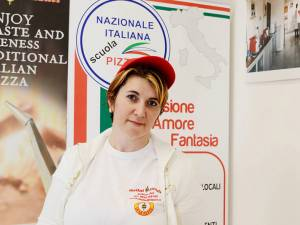 O suceveancă stabilită în Italia va deschide o școală de pizzeri în Suceava