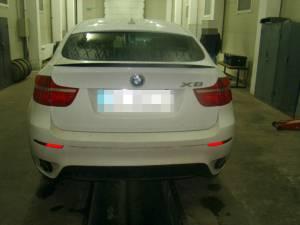 Autoturismul marca BMW X6 cu care circula interpreta de muzică populară Viorica Macovei şi care a fost indisponibilizat duminică seară în Punctul de Trecere a Frontierei (PTF) Siret la întoarcerea în România