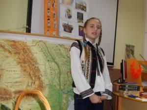 """Şcoala """"Dimitrie Păcurariu"""" Şcheia a sărbătorit Ziua Naţională"""