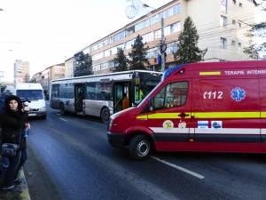 Mai mulţi călători dintr-un autobuz, duşi la spital după ce şoferul a evitat un accident