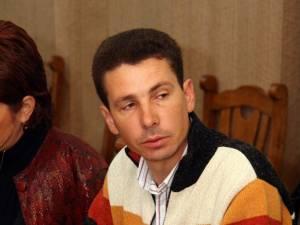 Cristian Andrei Huţanu este acuzat de şefii săi că nu a coordonat şi supravegheat corespunzător modul în care au intervenit utilajele în noaptea de 27 spre 28 noiembrie, când un autocar s-a răsturnat la Clit - Arbore