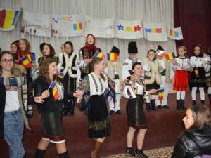 """Acţiunea """"Mândri că suntem români!"""" la Cajvana"""