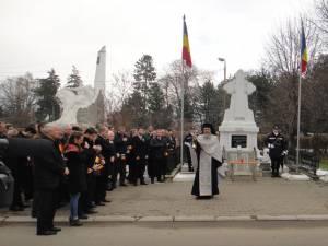 Festivităţile organizate cu prilejul Zilei Naţionale a României, la Monumentul Eroilor  din Rădăuţi