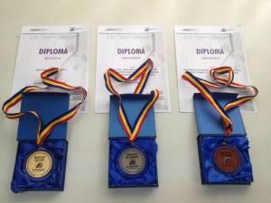 Universitarii suceveni au fost distinşi cu trei medalii şi două diplome de excelenţă
