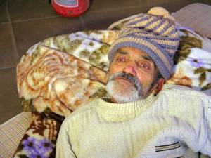 Bătrânul a fost abandonat în hol, în jur de trei ore
