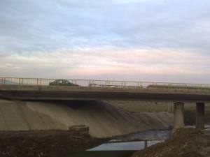 Construit în 1962, podul de peste pârâul Şcheianu necesită lucrări complexe