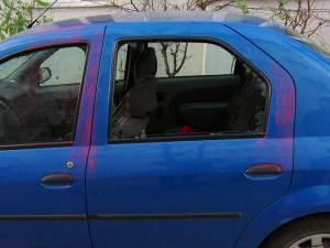 Maşini parcate în cartierul George Enescu, sparte una după alta pe timp de noapte