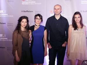 Adrian Ţofei şi actriţele din filmul câştigător al marelui premiu de la Sidney