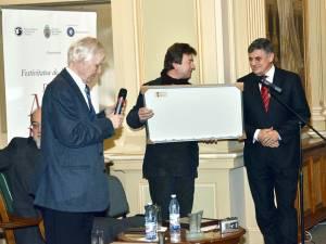 Primarul Ioan Pavăl, premiat la Muzeul Naţional al Literaturii Române