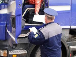 Peste 100 de vehicule de transport persoane sau marfă, controlate de poliţişti