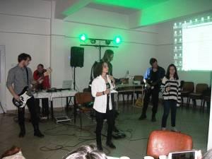 """Karaoke Club – Ediţia a 4-a, la Colegiul """"Alexandru cel Bun"""""""