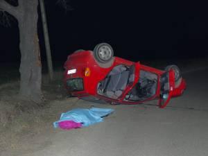 Un bărbat mort şi un copil în stare gravă, după un accident rutier