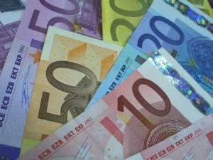 Cadrele didactice şi auxiliare din învăţământul preuniversitar şi universitar nu vor mai primi în acest an 150 de euro pentru formare profesională