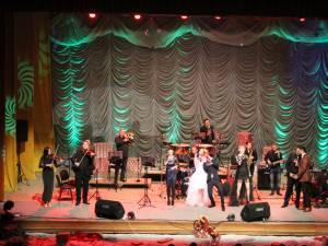 Concert de Crăciun oferit sucevenilor de artiştii Mirel Manea, Vlad Miriţă şi Viorica Macovei