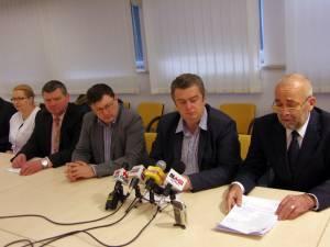 Vasile Rîmbu a prezentat, ieri, într-o conferinţă de presă la care a participat şi preşedintele CJ Suceava, Cătălin Nechifor, principalele echipamente şi aparate care au intrat în acest an în dotarea spitalului